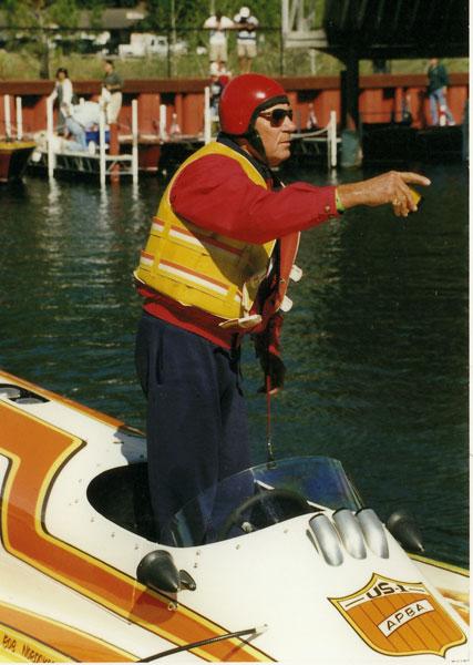 ferarra-speedboat-standing